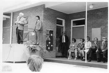 Marshall_Irving_addressing_guests_at_Parafield_Research_Centre